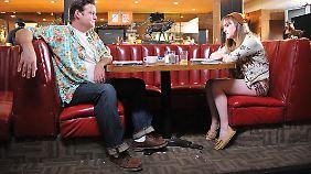 Frank und Roxy beim Pläneschmieden: Wer hat es verdient, zu sterben?