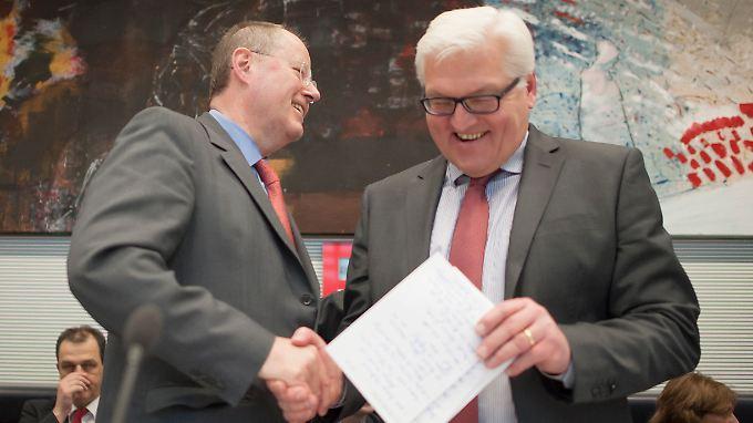 Vor der Fraktionssitzung der SPD. Steinmeier erinnert daran, dass weiter gute Gründe für Steinbrück sprechen.