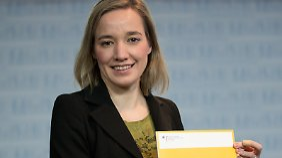 Schröder stellt in Berlin ihren Report vor.