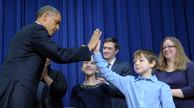Zur Vorstellung seiner Sofortmaßnahmen lud Barack Obama Kinder und Hinterbliebene von Opfern der jüngsten Amok-Taten ein.