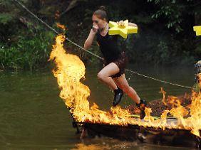 Georgina Fleur ganz taff. Ist aber auch ein Wahnsinnsfeuer!