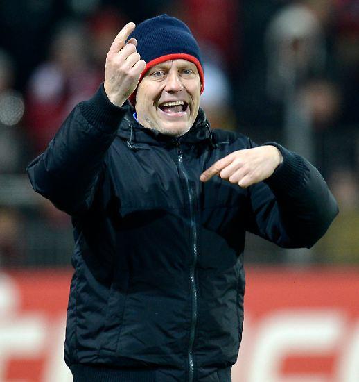 Die Frage war nicht ganz ernst gemeint, die Antwort von Freiburgs Coach Christian Streich äußerst spröde.
