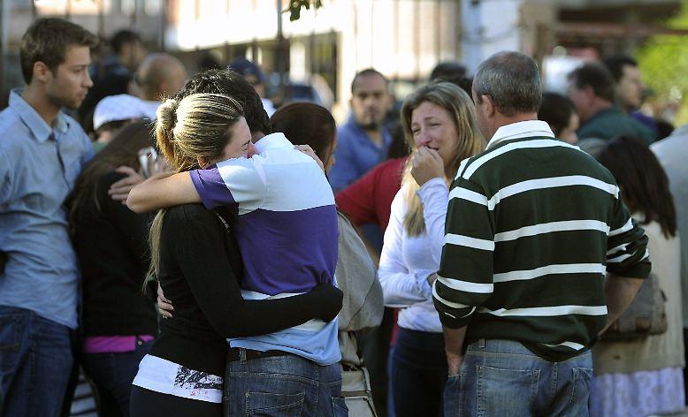 Die Nachricht von dem Unglück sorgt weltweit für Bestürzung. Auch die Teilnehmer des EU-Lateinamerika-Gipfels in Chile gedenken der Opfer. Bundespräsident Joachim Gauck und Bundeskanzlerin Angela Merkel sprechen Rousseff ihr Beileid aus.