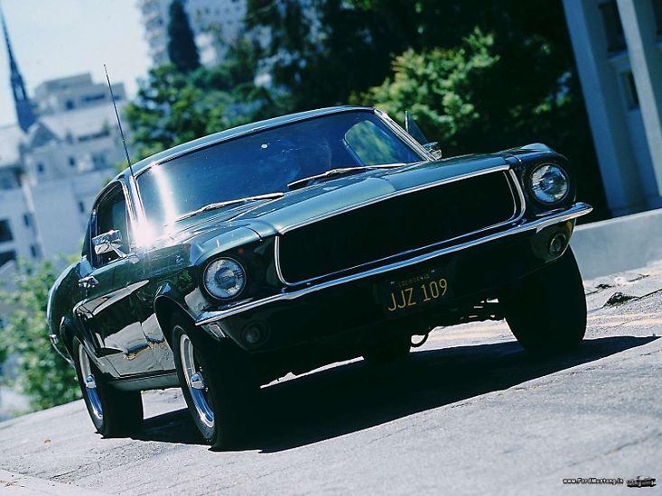 """Der Film """"Bullitt"""" ist vielleicht der bekannteste Autofilm, den es je gab. Legendär ist die über zehnminütige Verfolgungsjagd durch San Francisco von Lieutenant Frank Bullitt (Steve McQueen) in seinem Ford Mustang GT 500 ..."""
