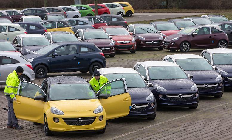 Laut Kraftfahrtbundesamt wurden im vergangenen Jahr insgesamt 3.082.504 Autos auf dem deutschen Markt neu zugelassen. 2011 waren es noch 3.173.634.