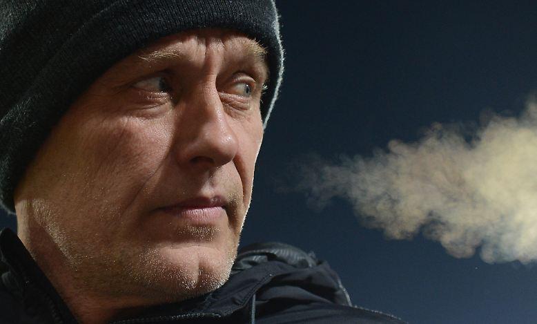 """""""Entschuldigung! Telefonieren Sie jetzt? Das ist ein bisschen komisch. Man kann ja nicht telefonieren, wenn jetzt Pressekonferenz ist."""" Freiburgs Trainer Christian Streich war am 23. Bundesliga-Spieltag etwas ungehalten."""