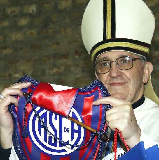 Ob Jorge Mario Bergoglio wohl auf dem Heiligen Stuhl gelandet ist, weil er Fußball-Fan ist? Wir werden es ...
