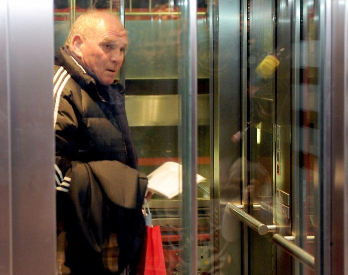 Bayern-Patron Uli Hoeneß hat sich selbst angezeigt.