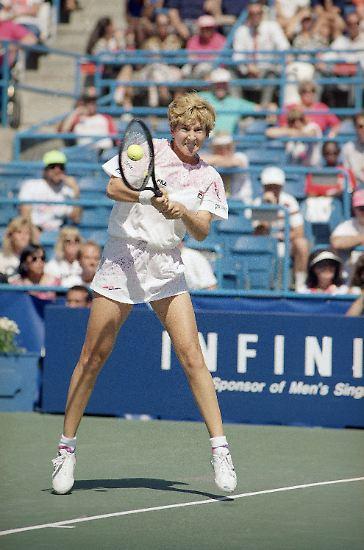 Monica Seles ist 1991 gerade 17 Jahre alt, als sie Steffi Graf als beste Tennisspielerin der Welt ablöst.