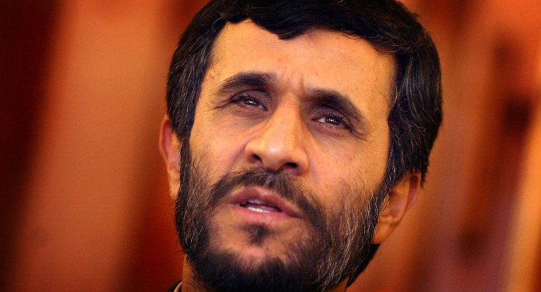 Bei der Präsidentenwahl 2005 sorgt der bis dahin unbekannte Mahmud Ahmadinedschad für eine faustdicke Überraschung.