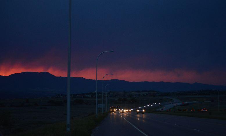 Rauch steigt aus dem Black Forest im US-Bundesstaat Colorado auf.