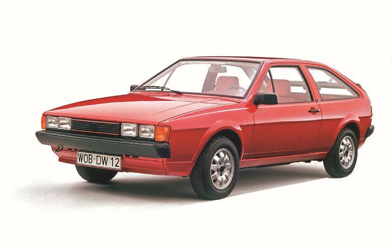 Gestern wie heute gehören sportliche Autos zu den Highlights auf der IAA. VW zeigt 1983 den Prototyp des Scirocco II mit einem 16V-Motor, der immerhin 139 PS leistete.