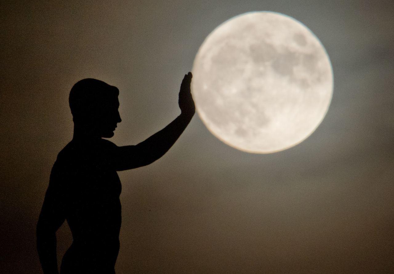 Unruhe in manchen Betten: Der Mond ist eine Scheibe - n-tv.de