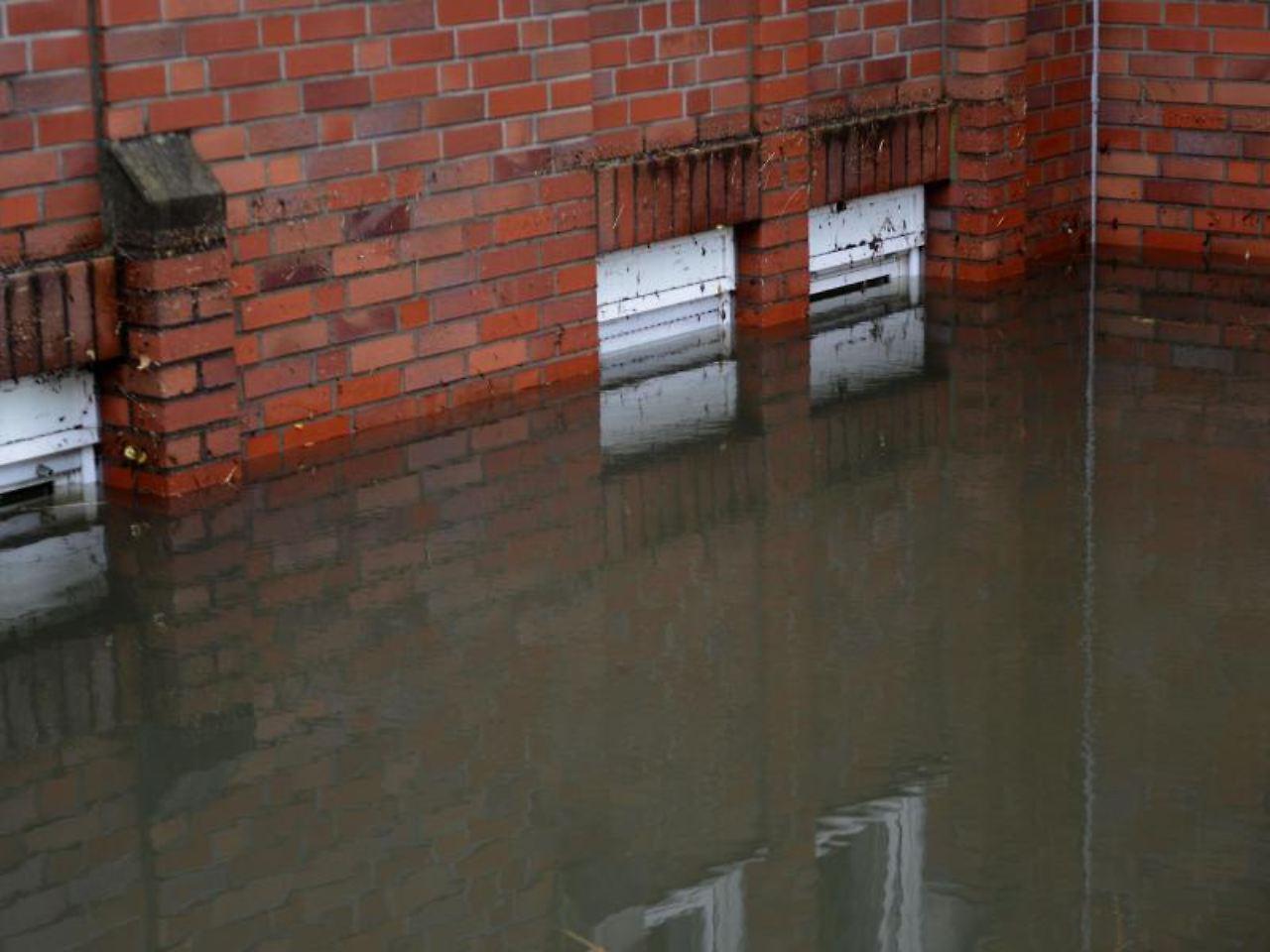 berschwemmung durch starkregen was wenn der keller vollgelaufen ist n. Black Bedroom Furniture Sets. Home Design Ideas