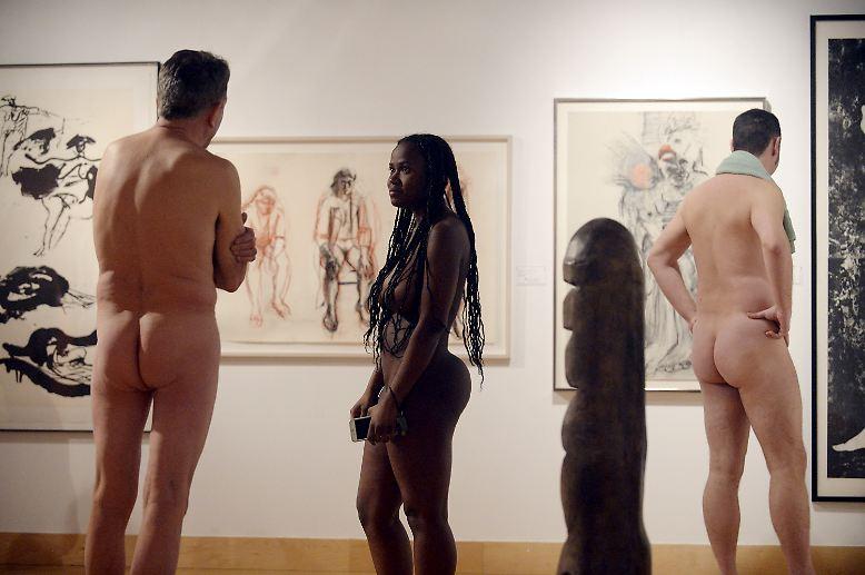 """Im neuen """"The Museum"""" in der kanadischen Stadt Kitchener, unweit von Toronto, hat eine ausgefallene Ausstellung eröffnet: """"Getting naked"""" beschäftigt sich mit allen Formen der Nacktheit in der kanadischen Kunst ..."""