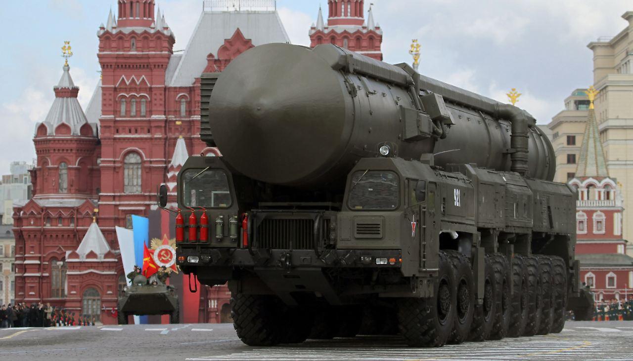 Direkter Draht nach Moskau: Nato reaktiviert das Rote Telefon für ...