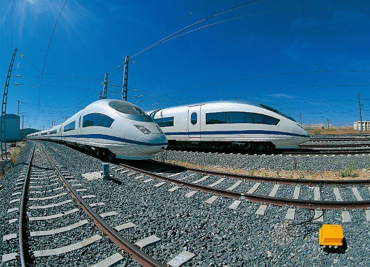 Schnell, sicher und energiesparend - so stellen sich die internationalen Bahntechnikriesen die Züge der Zukunft vor. Siemens ...