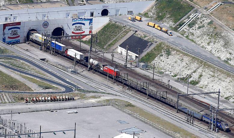 50,4 Kilometer lang ist der Eurotunnel, auf dem die Frachtzüge unter dem Ärmelkanal zwischen Großbritannien und Frankreich pendeln.