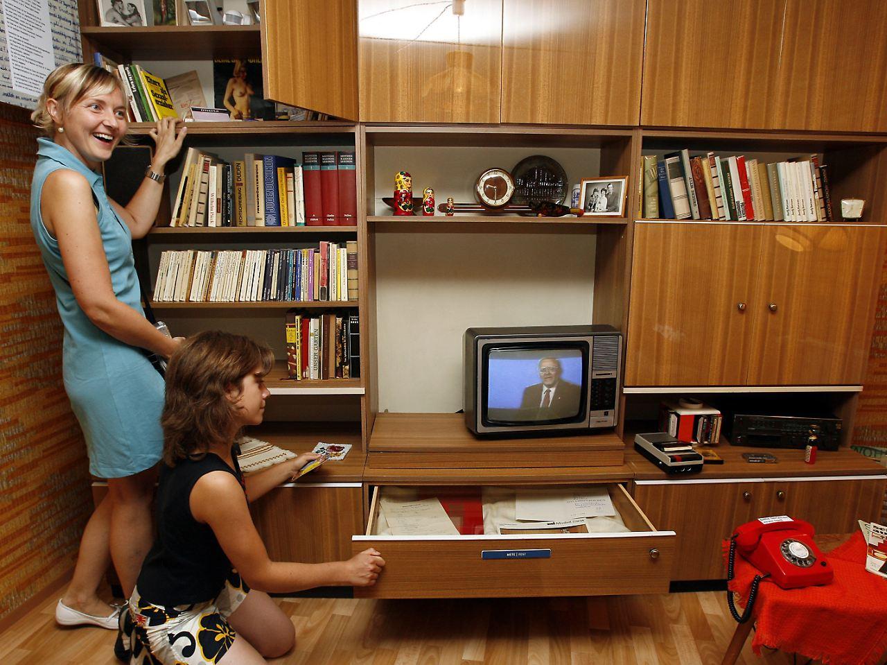 Touristen suchen ost lebensgef hl in der rennpappe - Tv mobel berlin ...