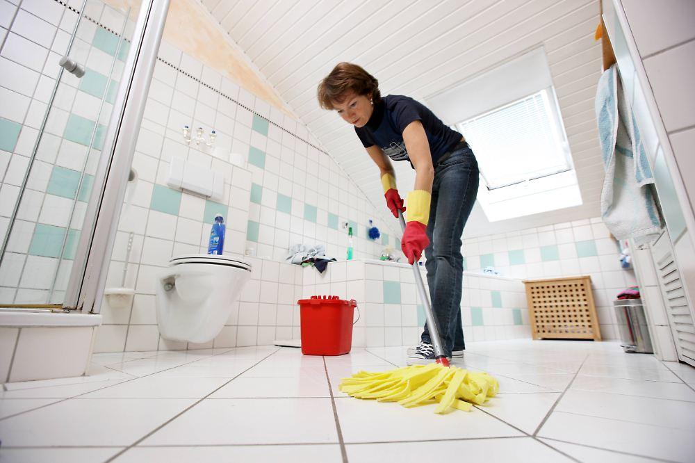 schwarzarbeit im haushalt so wird die putzfrau legal n. Black Bedroom Furniture Sets. Home Design Ideas