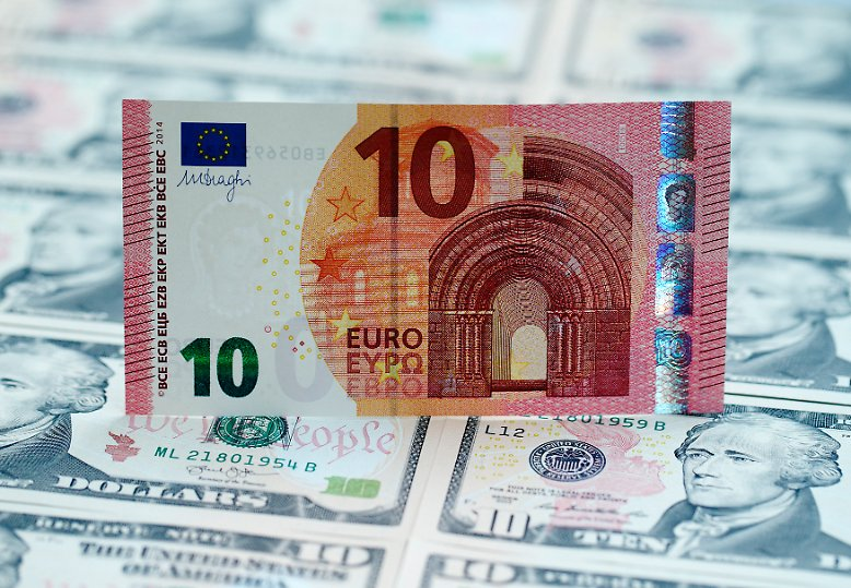 """2016 wird das """"Jahr der Divergenz"""" - die Geldpolitik von Europa und der USA läuft auseinander, zu Ungunsten der europäischen Währung."""