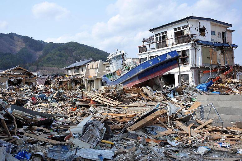 vorher und nachher die narben des tsunamis in japan n. Black Bedroom Furniture Sets. Home Design Ideas