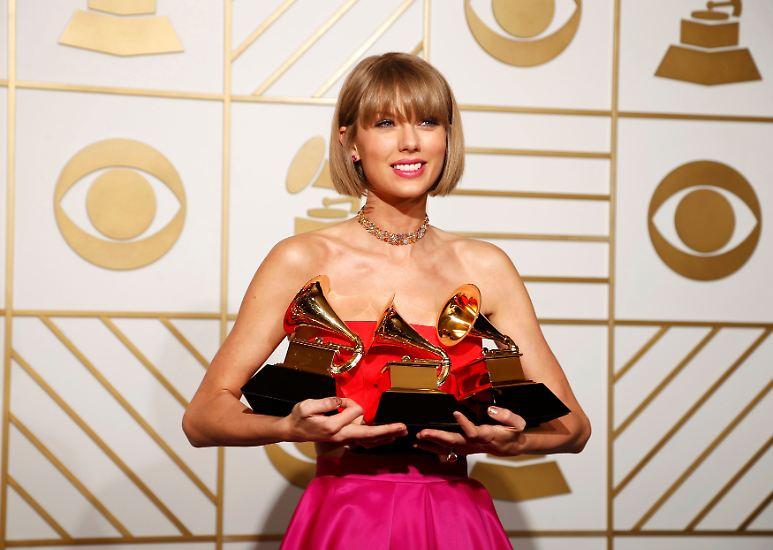 Sie war einer der großen Abräumer am Abend der Grammy-Verleihung: Taylor Swift bekam gleich drei Auszeichnungen überreicht.