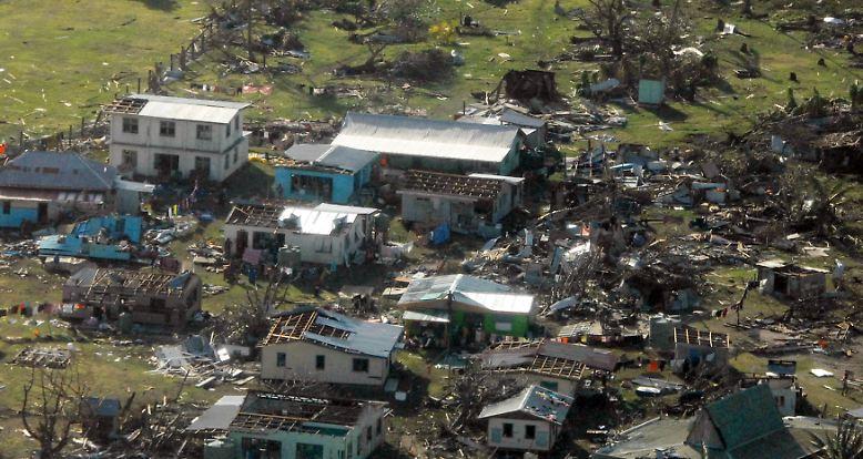 """Das große Ausmaß der Verwüstungen durch Zyklon """"Winston"""", der am Wochenende über die Fidschi-Inseln fegte, wird allmählich deutlich."""
