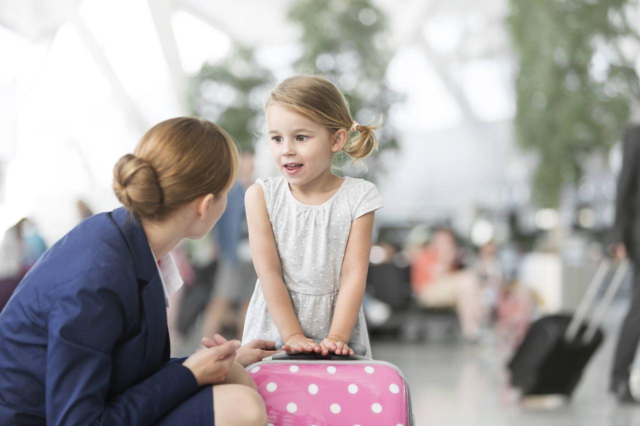 Ohne eltern ab ins flugzeug wenn kinder alleine fliegen for Blumenerde ohne fliegen