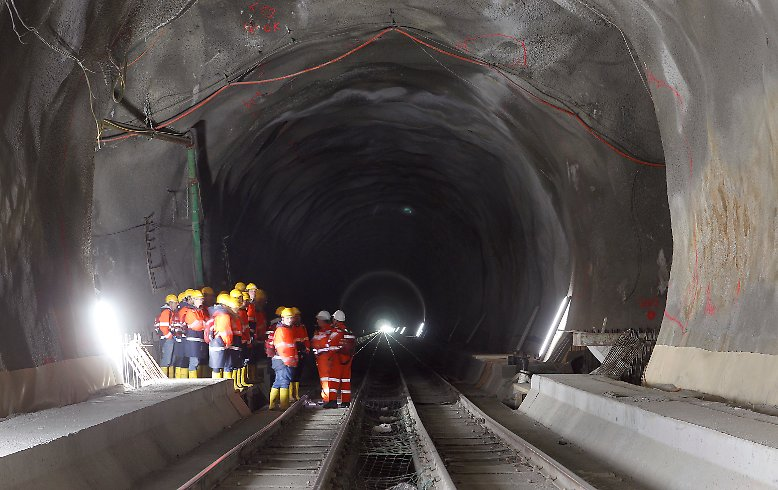 Der l ngste tunnel der welt durchstich am gotthard for Construction de tunnel