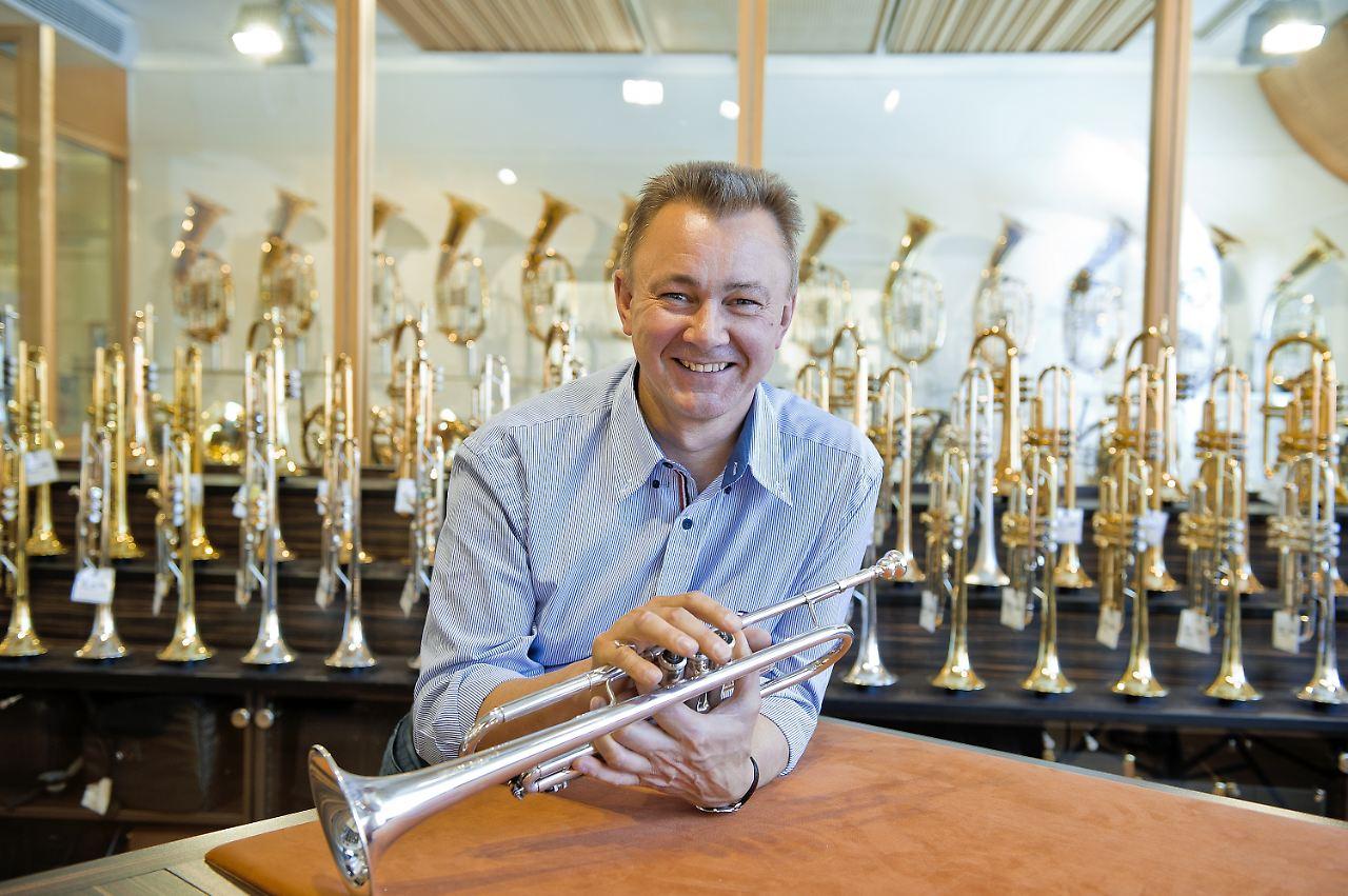 Instrumente aus dem netz musikhaus thomann trotzt amazon for Musik hause