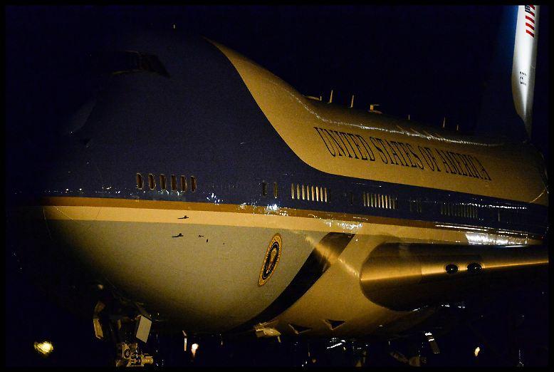 Das wohl berühmteste Flugzeug der Welt landet auf dem Londoner Flughafen Stansted. An Bord der Air Force 1 befindet sich ...