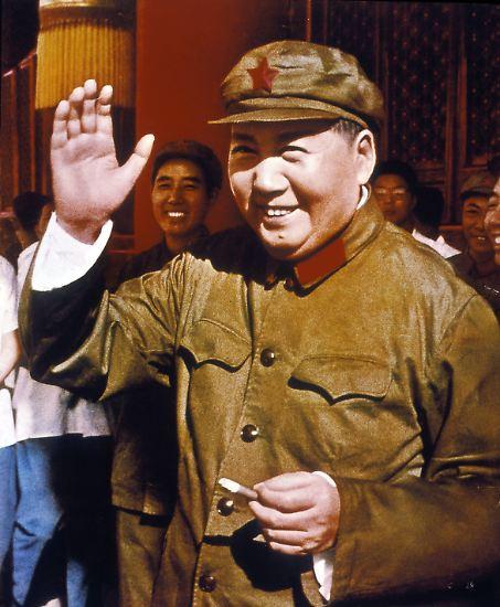 """Mao Zedong, der Vorsitzende der Kommunistischen Partei Chinas, setzte 1966 die """"Große Proletarische Kulturrevolution"""" in Gang ..."""