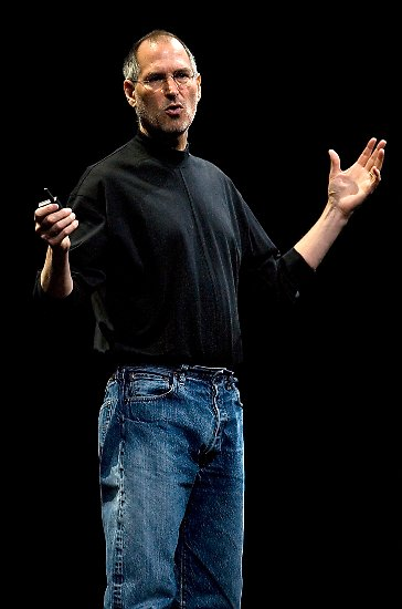 """Zuvor sorgte Jobs für Verwirrung im Publikum: """"Heute stellen wir Ihnen drei revolutionäre Produkte vor: Das erste ist ein Breitbild-iPod mit Touchscreen."""""""