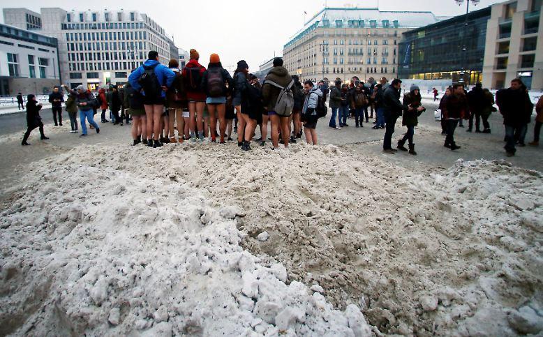 """Trotz Regen, Schnee und Kälte: Auch am 16. """"No Pants Subway Ride""""-Tag folgen Teilnehmer in aller Welt ..."""