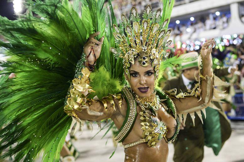 Es war, als stünde der Karneval in Rio de Janeiro, sonst doch Inbegriff der Lebensfreude und des unbeschwerten Feierns, ...