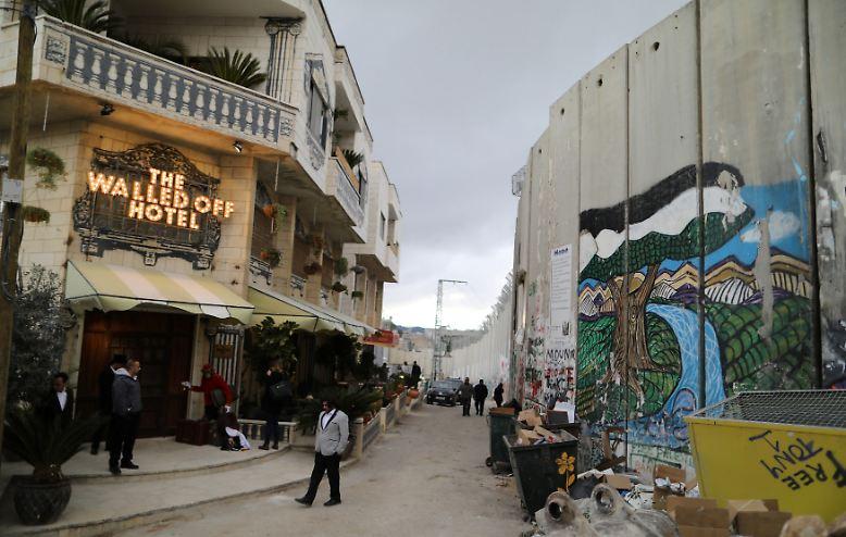 """Willkommen in Bethlehem. Hier gibt es nun das """"The Walled off Hotel"""" von Streetart-Künstler Banksy."""