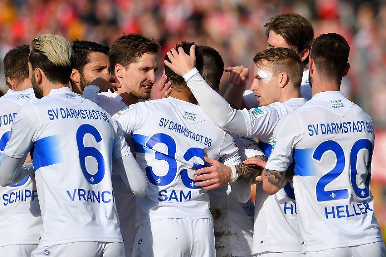 """Rosig sieht es für Darmstadt in der Fußball-Bundesliga immer noch nicht aus, wie könnte es bei """"Lilien"""" auch."""
