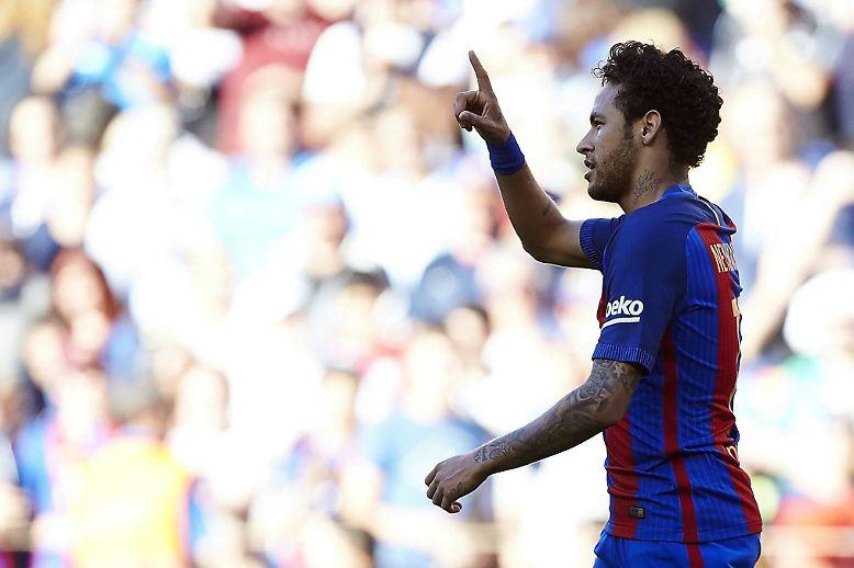 """Doch Neymar sagt: """"Ich bin der Stadt und dem Klub sehr verbunden. Ich bin hier sehr glücklich."""""""