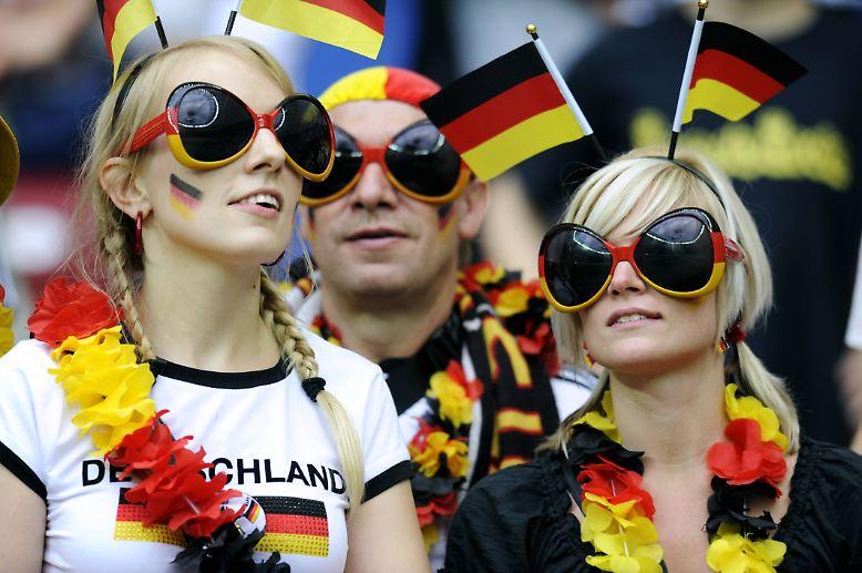 Ab Mitte Juni richten sich die deutschen Fußballliebhaberblicke gen Osten. Dabei muss dieser …