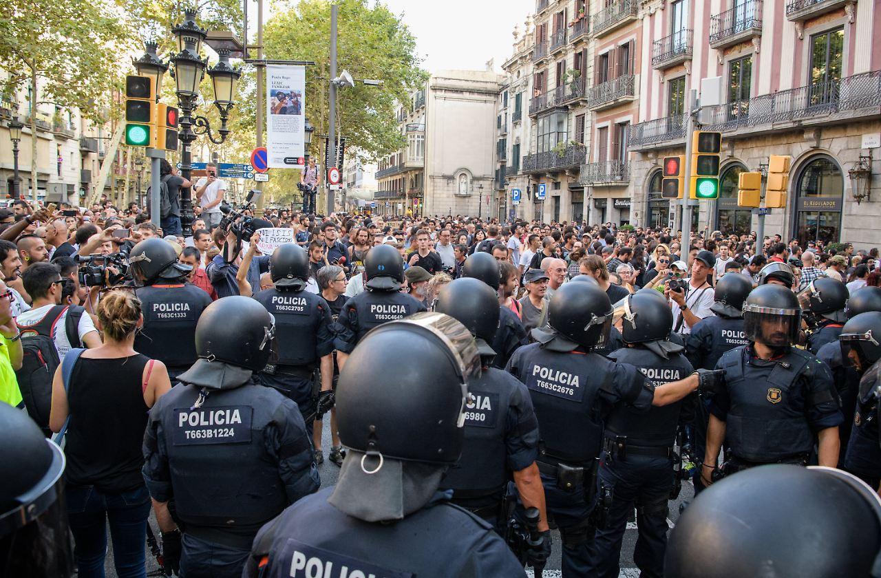 Krawall bei Demo auf Las Ramblas: Zwei Deutsche schweben in ...