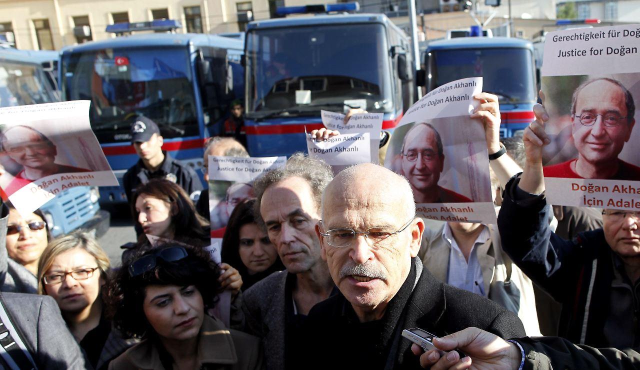 Türkei lässt Kölner Schriftsteller Dogan Akhanli festnehmen | Brennpunkte | Deutschland & Welt