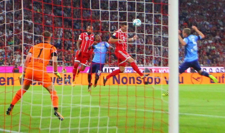 """""""Das ist natürlich ein schöner Einstand. Es war ein cooles Gefühl, und ich hatte natürlich auch Gänsehaut."""" Niklas Süle nach seinem Debüt für den FC Bayern beim 3:1 gegen Bayer 04 Leverkusen am ersten Spieltag."""