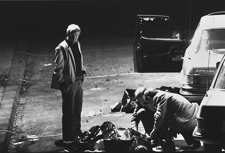 Hier hat sich kurz zuvor ein Verbrechen abgespielt, das die Grundfesten der Bundesrepublik erschüttern wird: der Überfall auf die Autokolonne des Arbeitgeberpräsidenten Hanns Martin Schleyer.