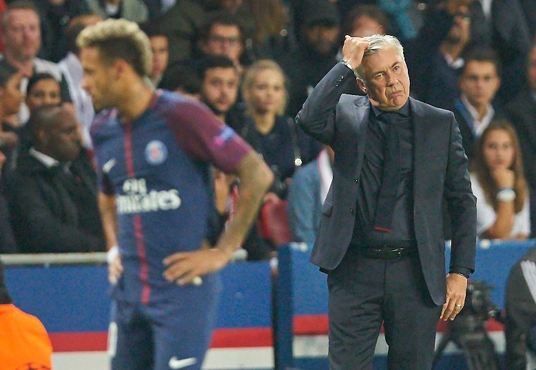 """Eine """"Harakiri""""-Aufstellung von Bayern-Coach Carlo Ancelotti."""