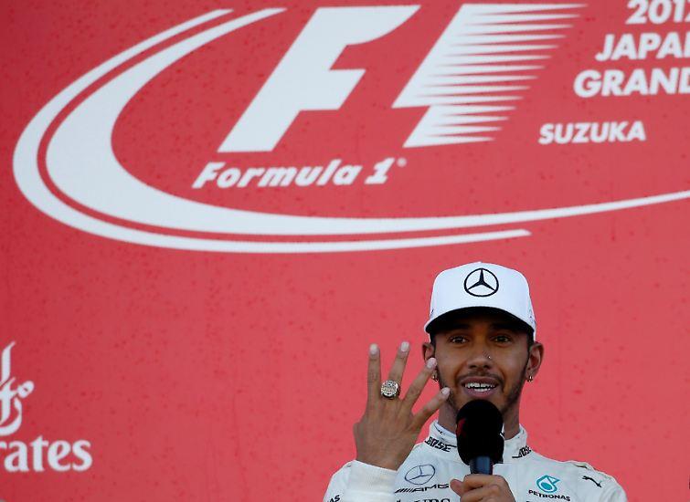 Hamilton kann die Red Bulls das gesamte Rennen über zwar nicht abschütteln, bringt seinen achten Saisonsieg letztlich aber sicher ins Ziel.
