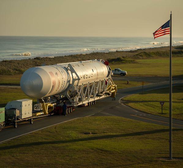 ... schicken Frachter zur Versorgung der Raumfahrer an Bord der ISS auf den Weg, ...