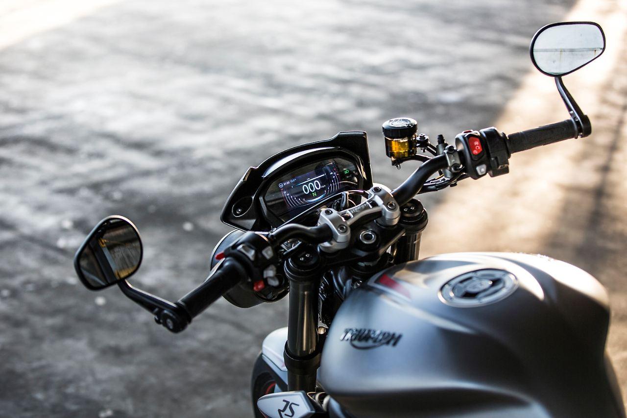 Feiner Zwirn für die Sportlerin: Triumph Street Triple RS ...