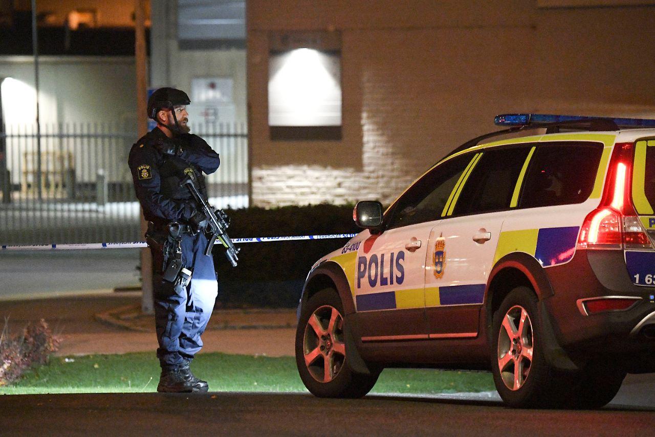 bandenkriminalit t vermutet explosion vor polizeiwache in. Black Bedroom Furniture Sets. Home Design Ideas