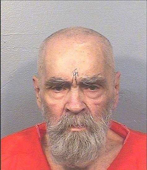 Seit 1971 ist das Gefängnis das Zuhause des früheren Sektenführers und Mehrfachmörders Charles Manson. Am Sonntagabend (Ortszeit) stirbt der 83-Jährige nun in einem Krankenhaus in Kern Country eines natürlichen Todes - nachdem er einige Tage zuvor dort eingeliefert worden ist.